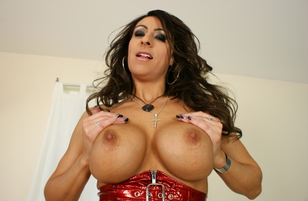 Busty sexy body milf will makes you hard
